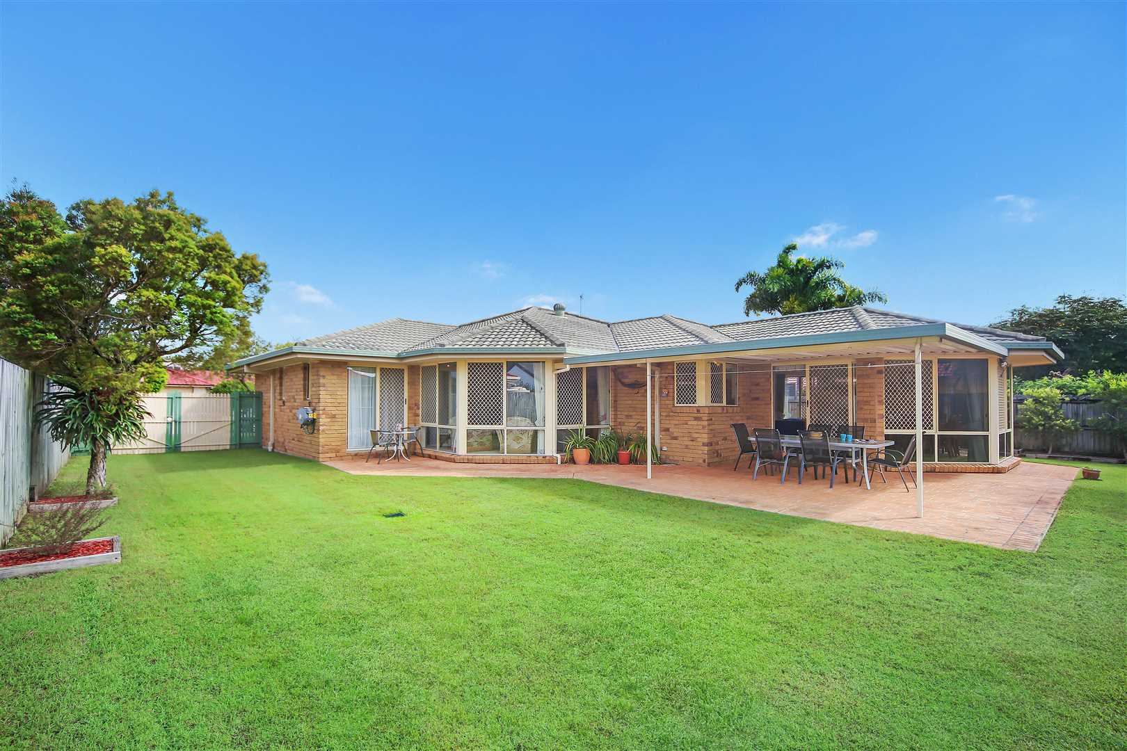 Large Pelican Waters Home With Side Access