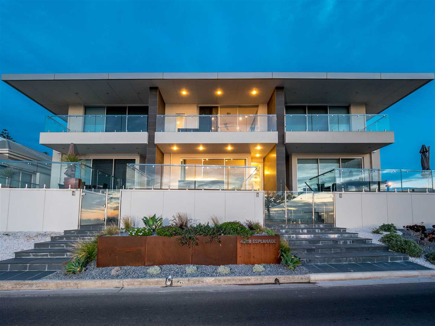 A Superb Seafront Residence With A Lifestyle To Match!
