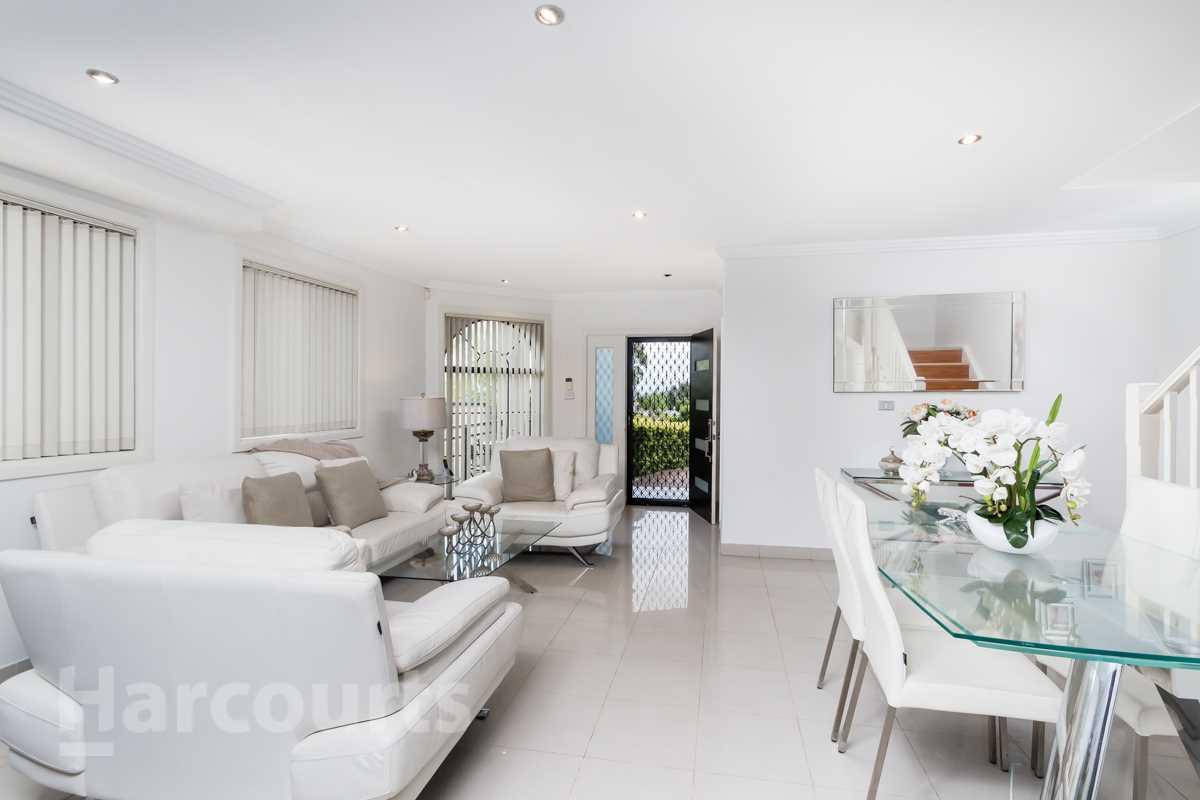 Modern Home, Stunning Alfresco Area