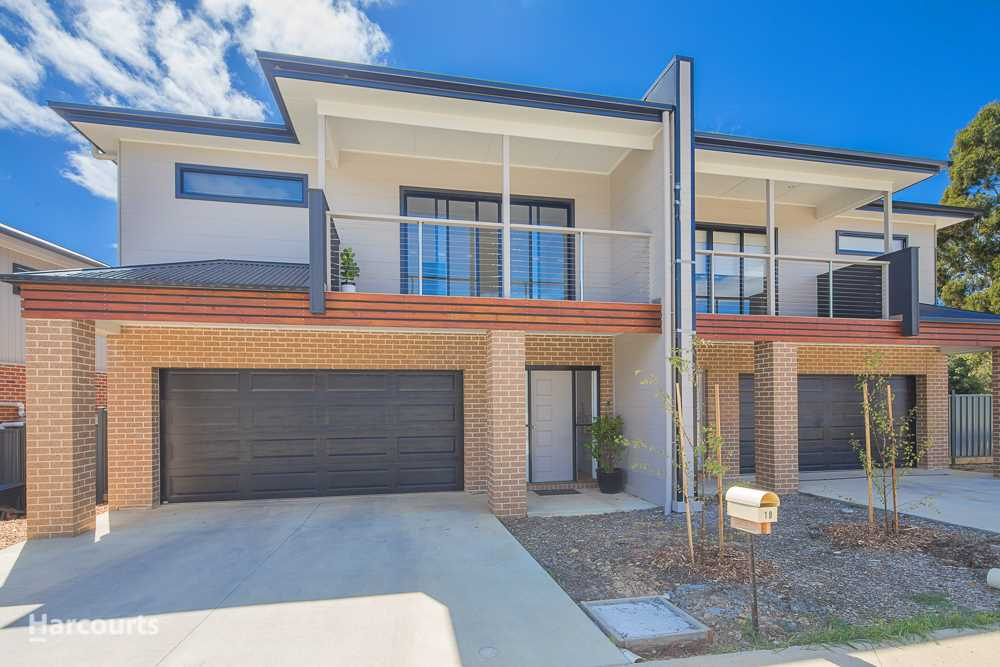 Executive Townhouse Close to Midvale Shopping Centre
