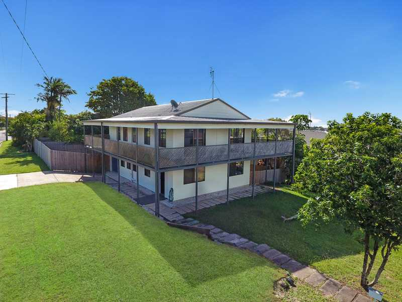 Under Contract With Steve Venn - Harcourts Caloundra