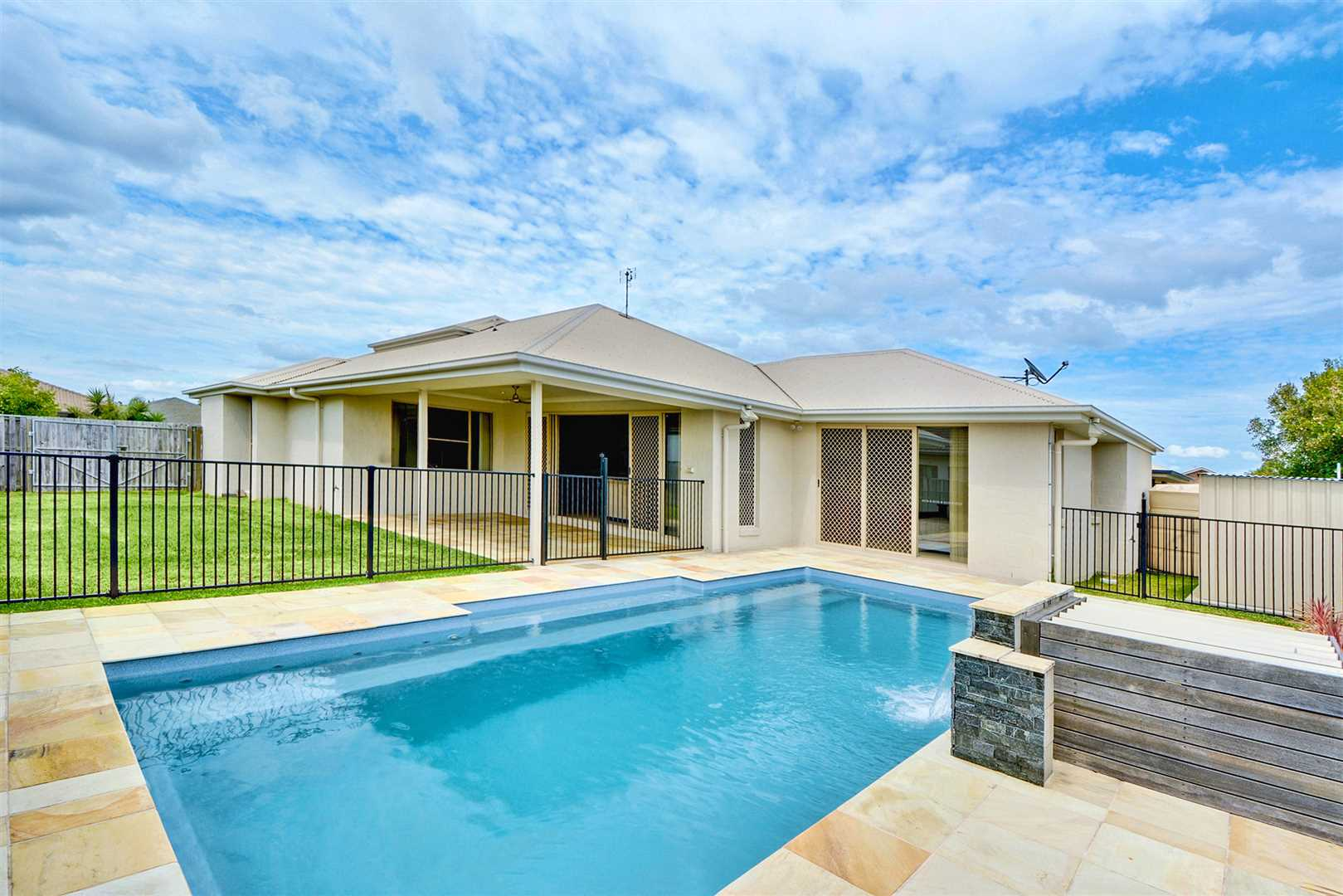 Fantastic Family Home With Swimming Pool and Side Access