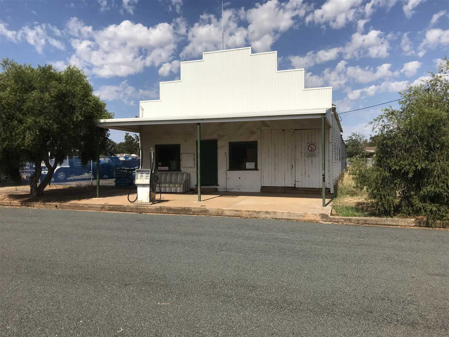 Under OFFER. Rand Storage/Commercial Opportunity