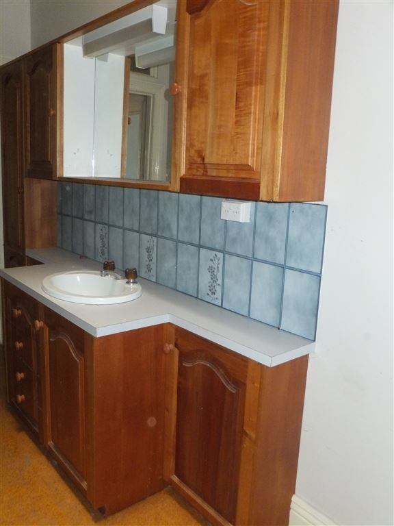 Large built in vanity & bathroom storage with tiled splashback