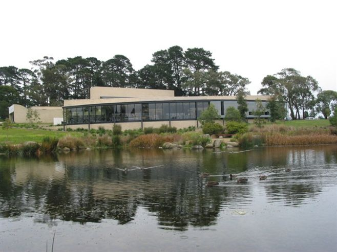 Wheelers Hill Library