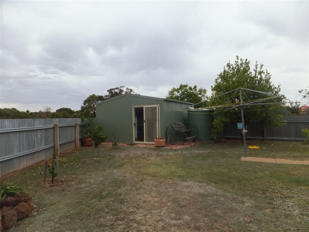 Fully insulated 5mx5m shed with power, lights, reverse cycle air conditioner & concrete floor