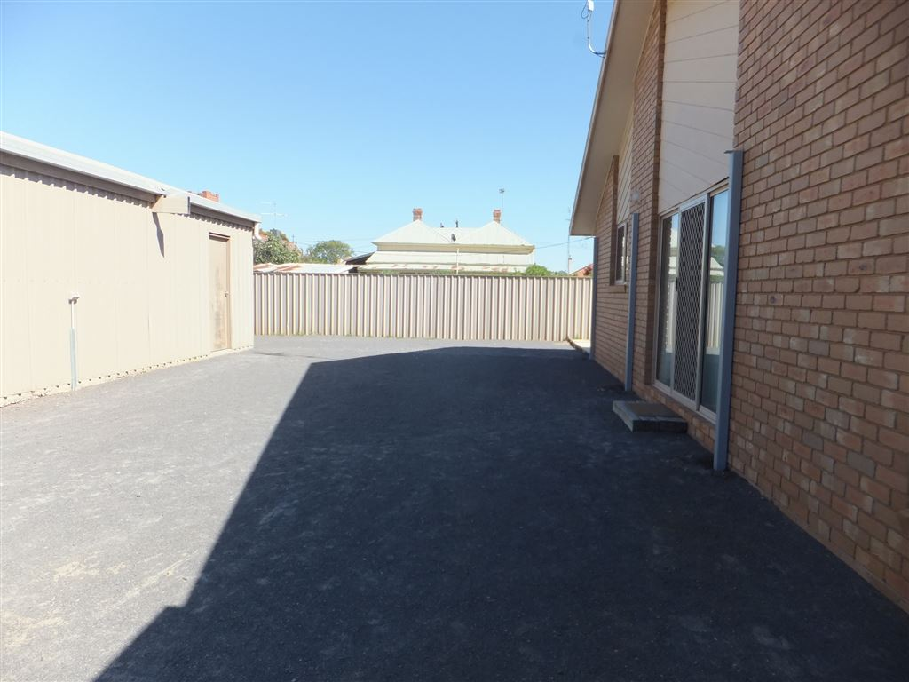 Area between house & garage, suitable for a carport or entertaining area to be established. Sliding glass doors lead to kitchen & formal dining room(easy access if this area were to be used as an entertaining area)