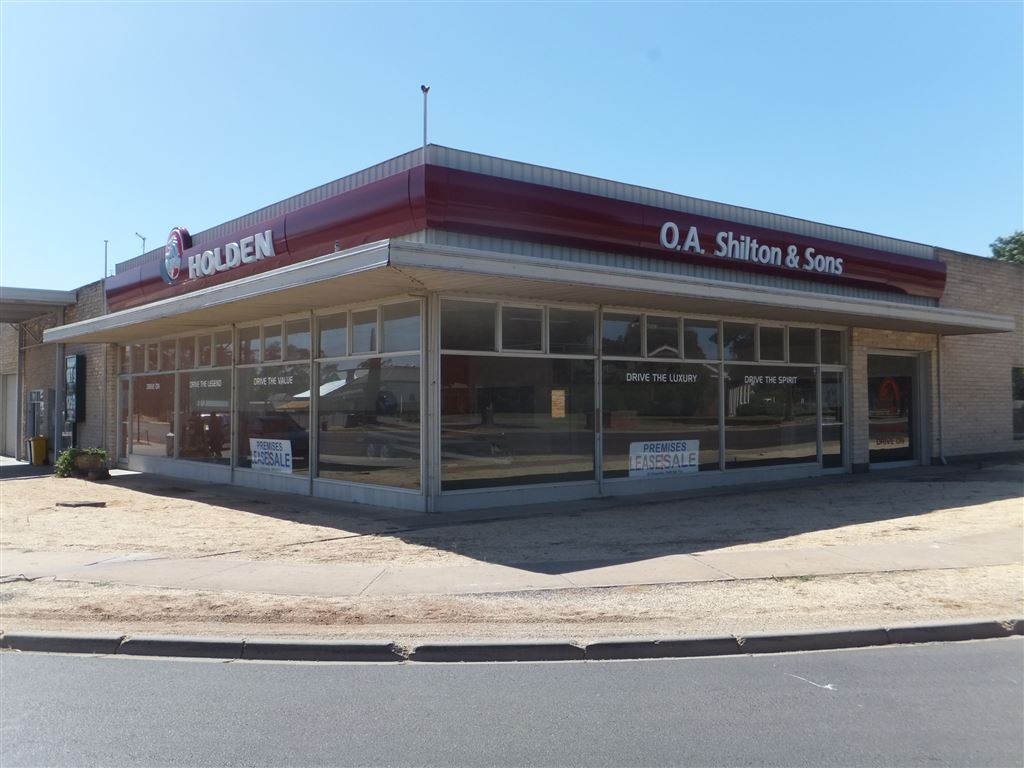 5 Woods Street, Donald on the junction of Sunraysia & Borung highways with a huge corner presence