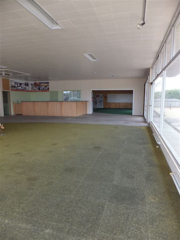 Main showroom floor to reception/front office desk