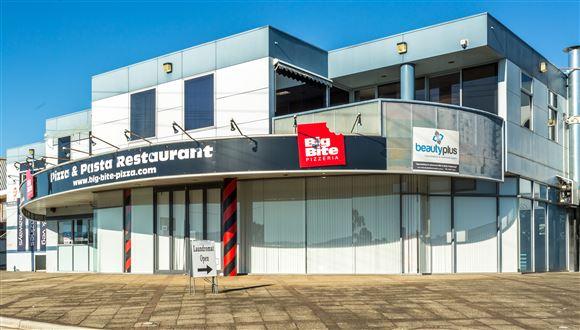 Office / Showroom / Retail in Riverside
