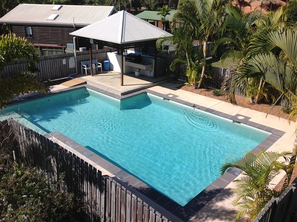 Air Conditioned Furnished Townhouse - stroll to beach!