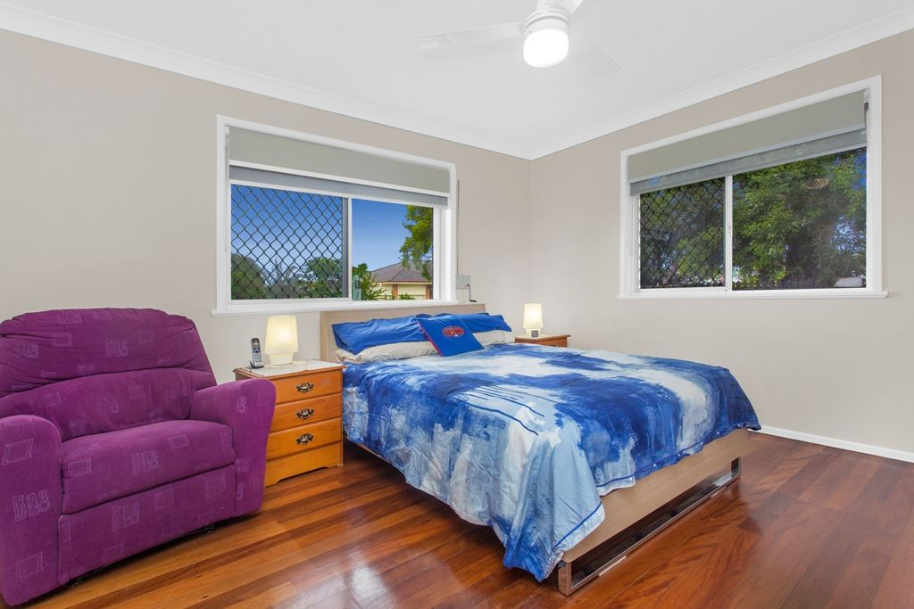 Main Bed - Builtin Robes - Ceiling Fan
