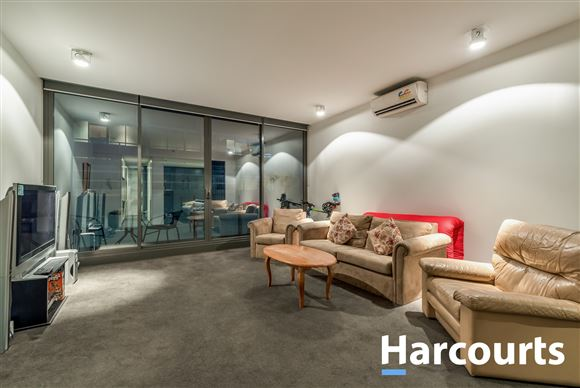 Comfortable living in Chapel Street with city life style