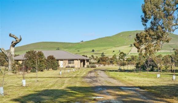 Wondrous Lifestyle 18 Minutes from Daylesford on 117 Acres