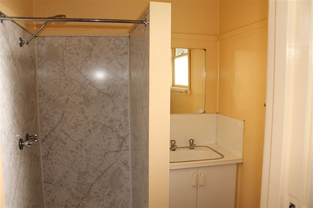 Unit 4 Bathroom