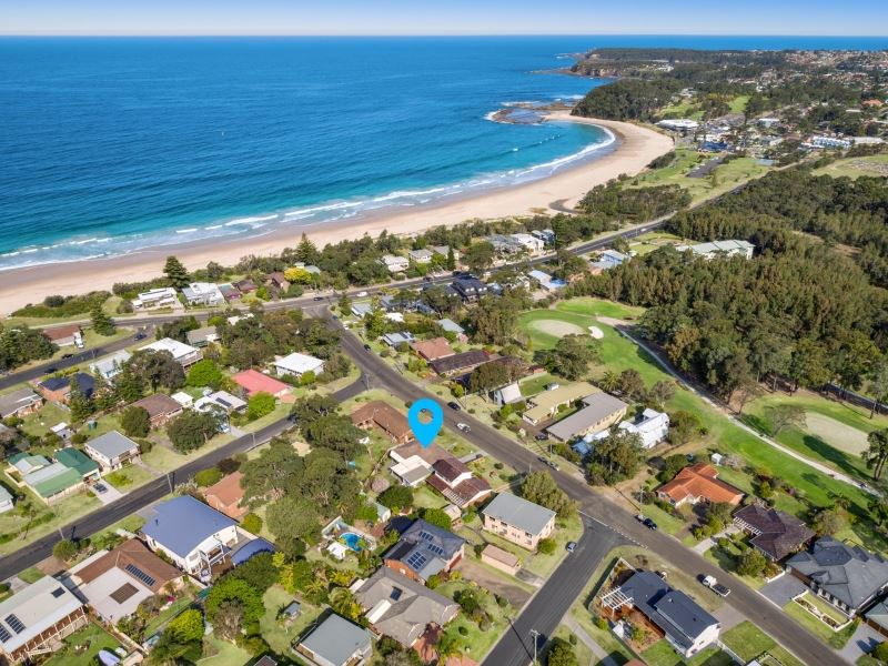 Aerial shot with street and proximity view to beach