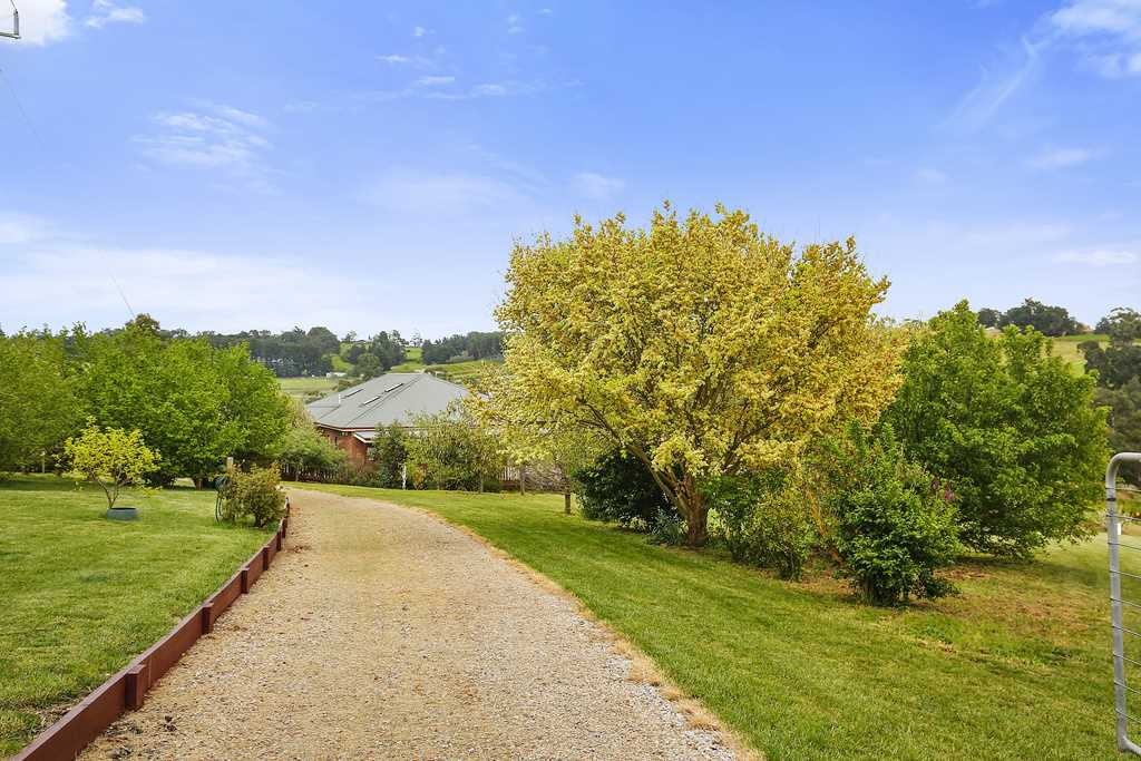 Wandin East-Yarra Valley.    25.1 Acres  (10.1Hec)