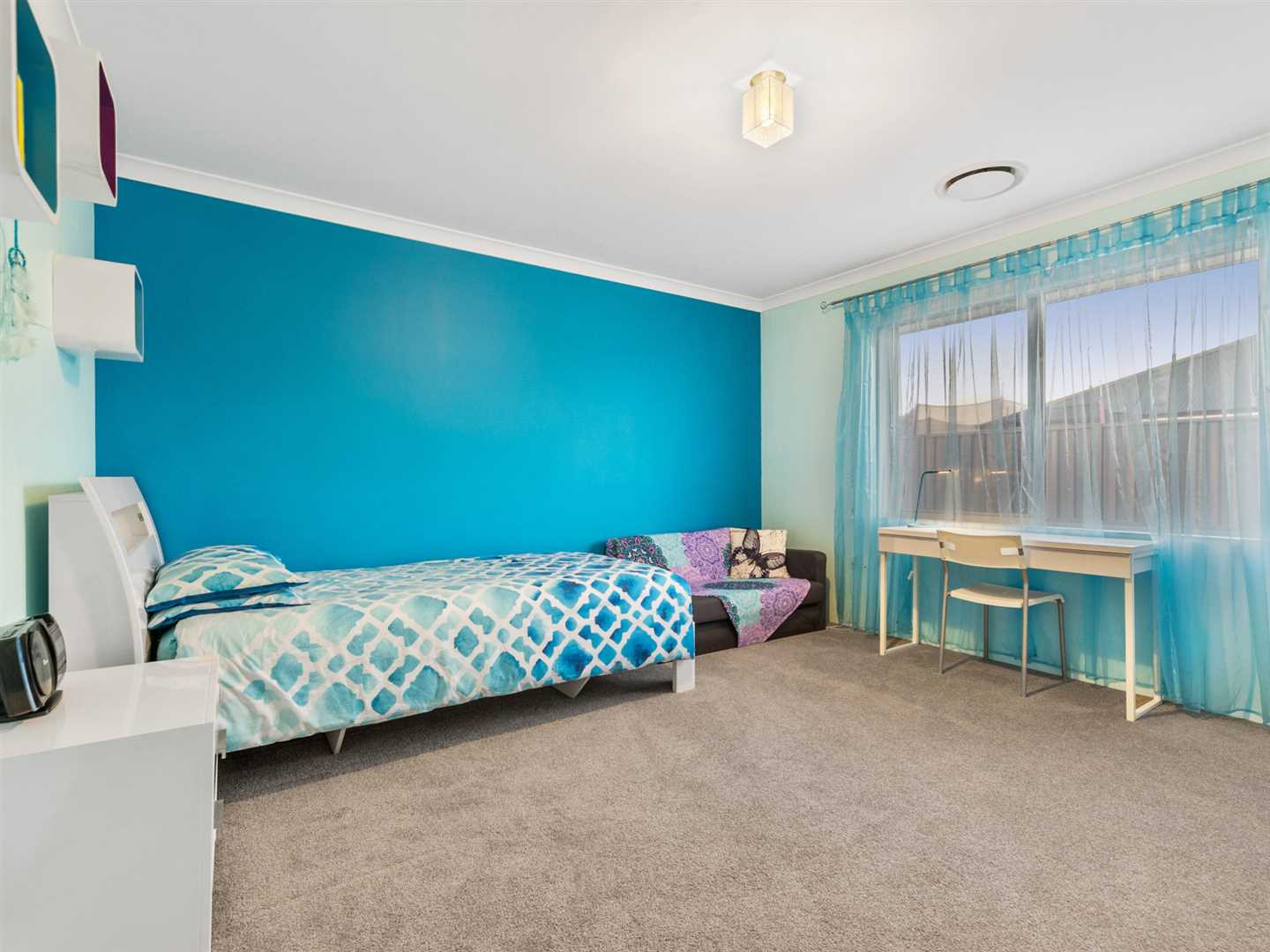 King sized minor bedrooms