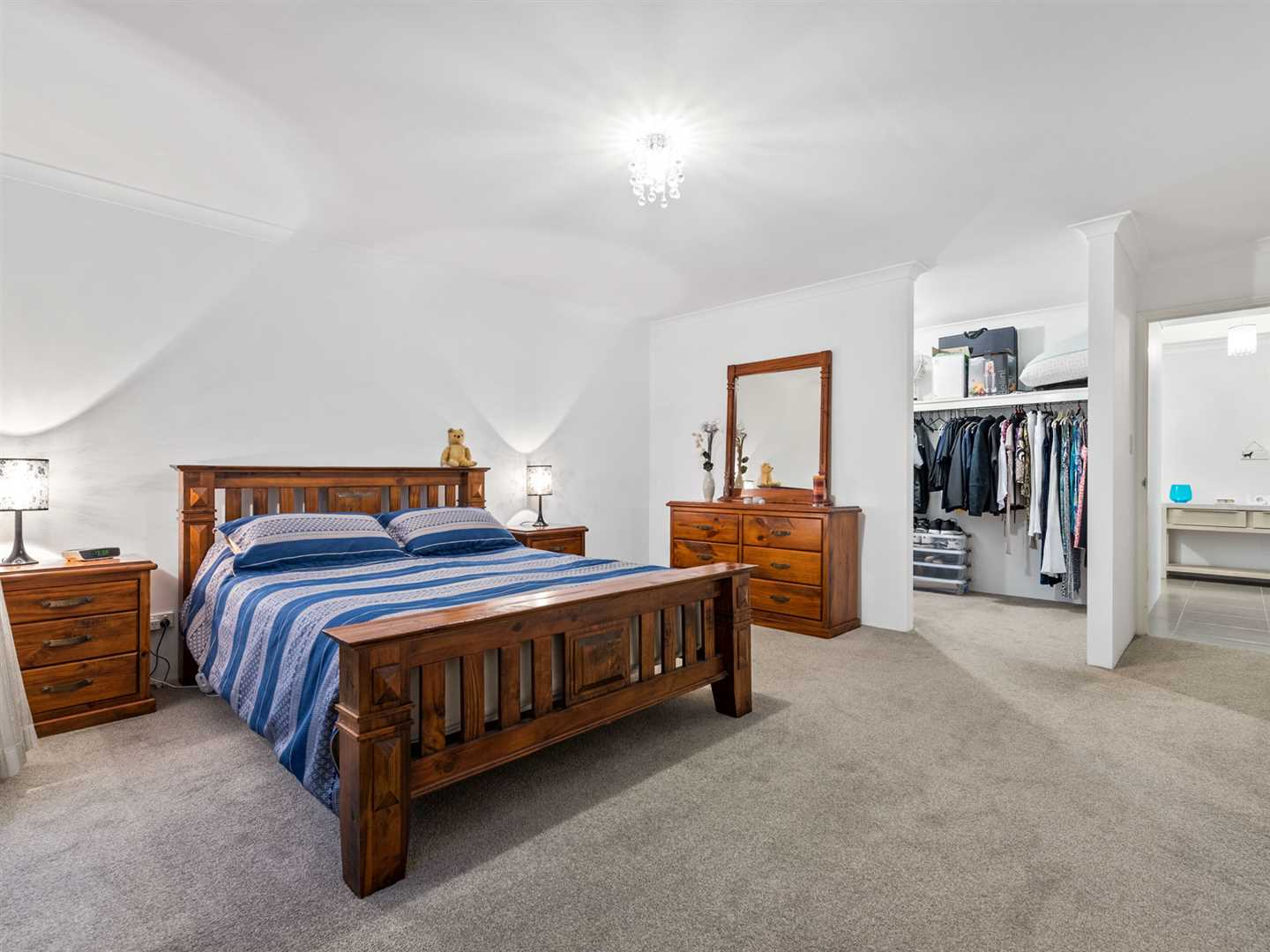 Large walk in to the king sized master suite