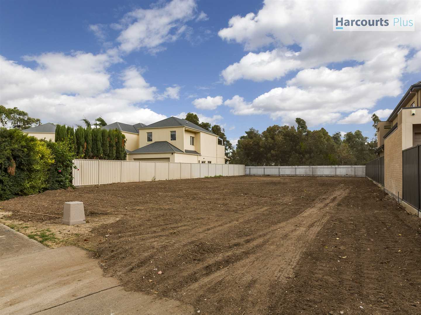 Rare Land Along the Picturesque River Torrens!