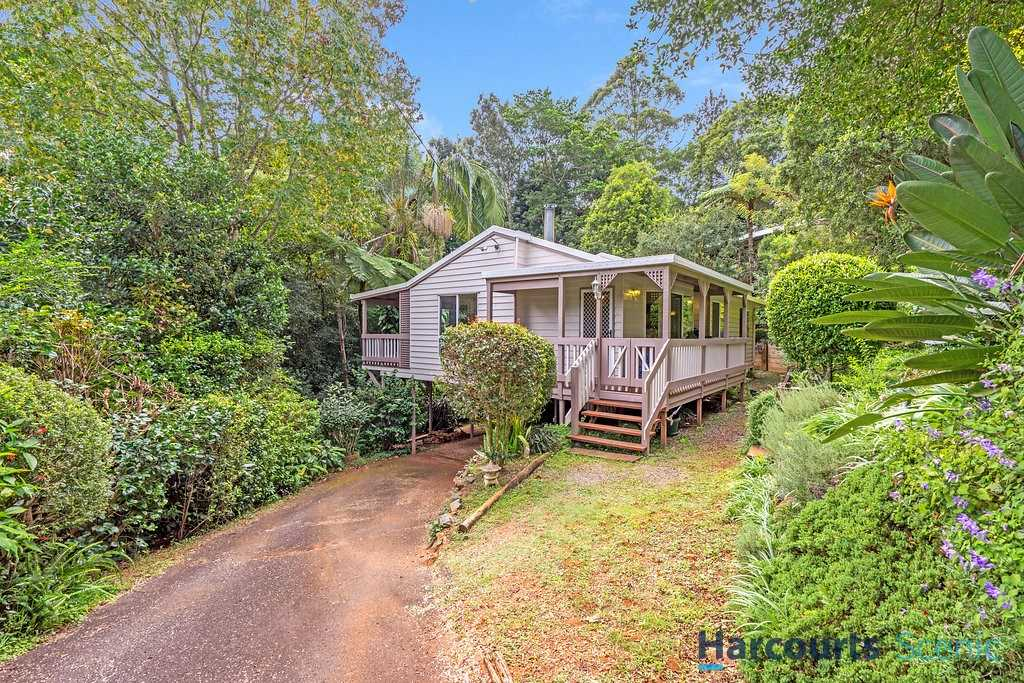 Charming Home, Nestled in Rainforest Setting!