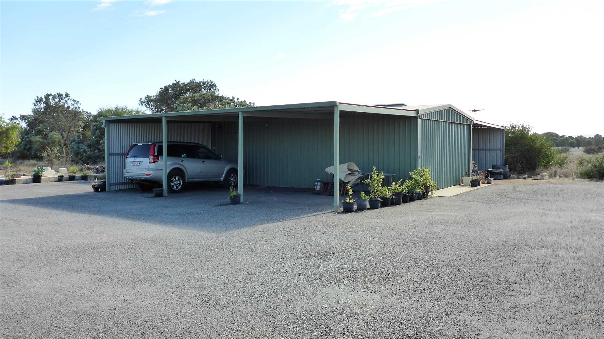 shed and extra car port