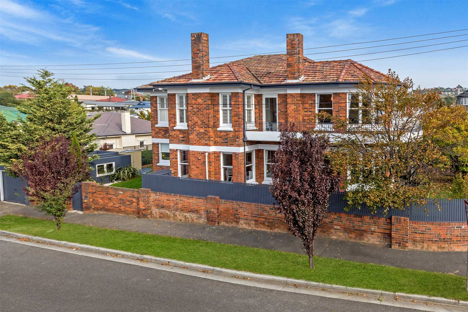 Immaculate Art Deco Style In Newstead
