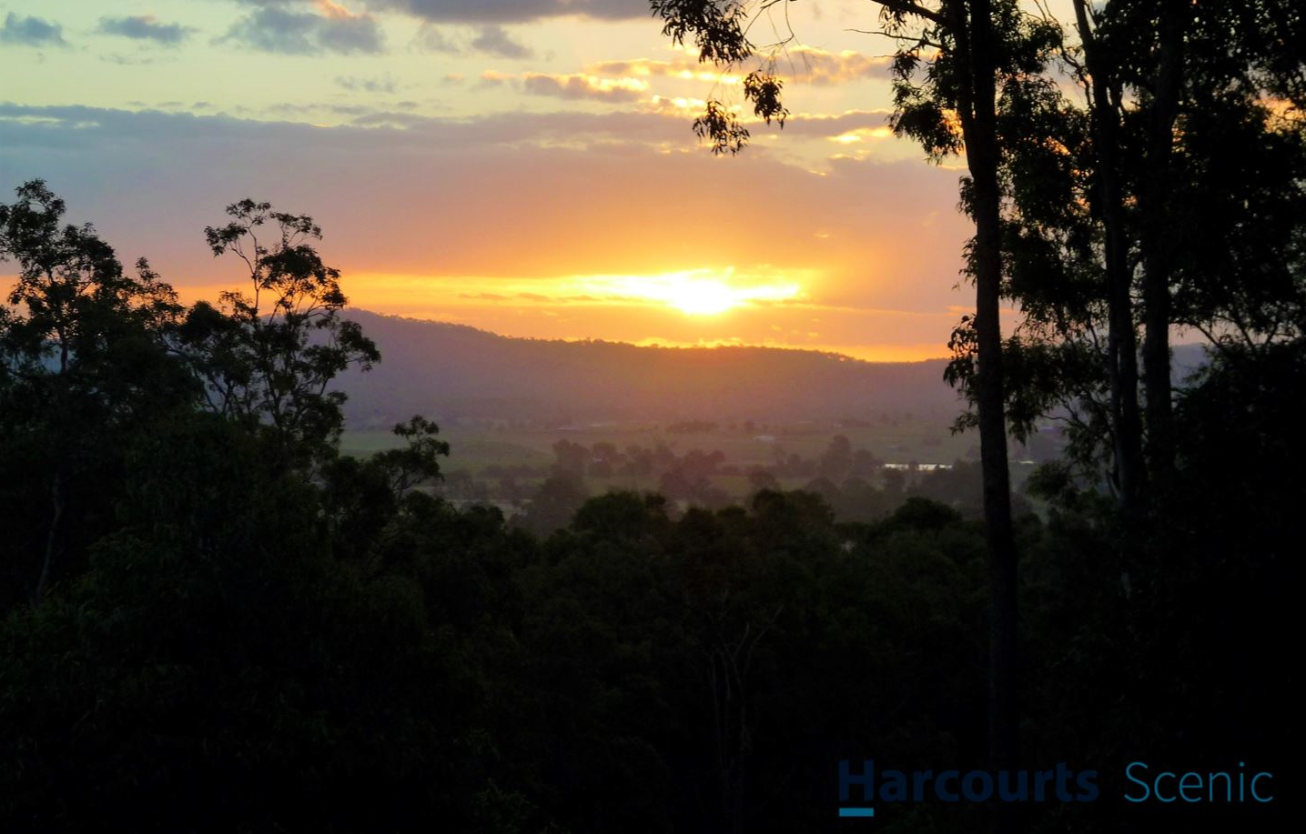 Fabulous Family Home - Stunning Panoramic Views!