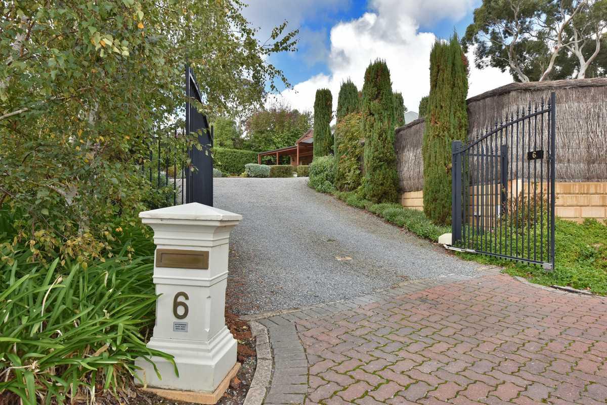Stunning Medallion Home in Blackwood Park!