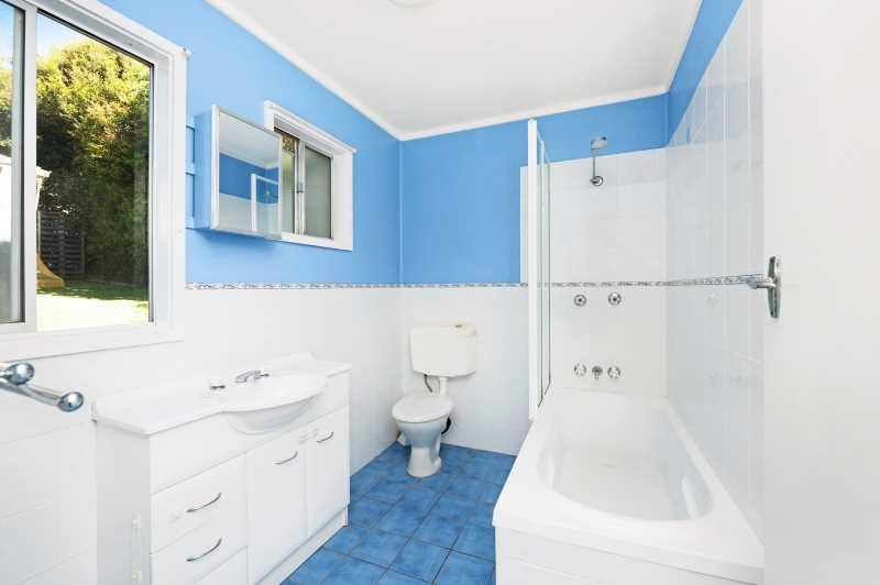 Downstairs bathroom / Laundry