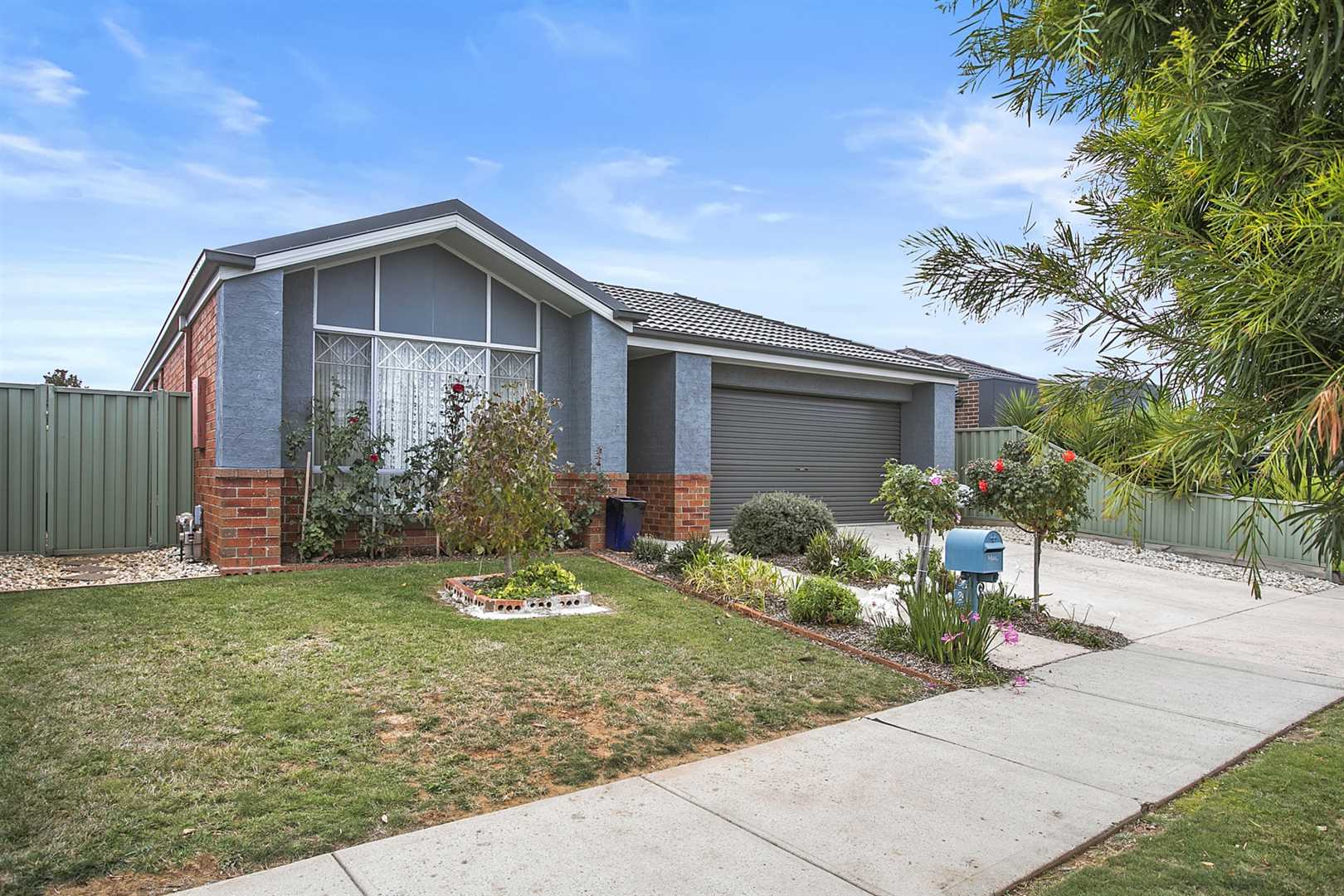 Modern Comfortable 3 Bedroom Home in Family Friendly Area