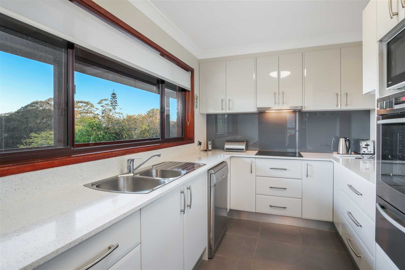 Established Half Acre, Minutes away from Kurrajong Village