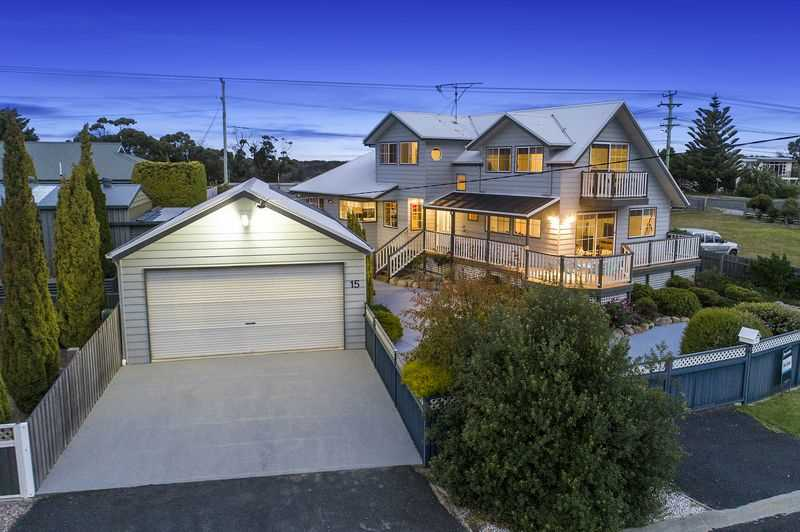 Stylish Bayside Living - Just 200m to the Beach
