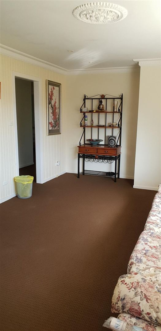 Lounge new carpet throughout.