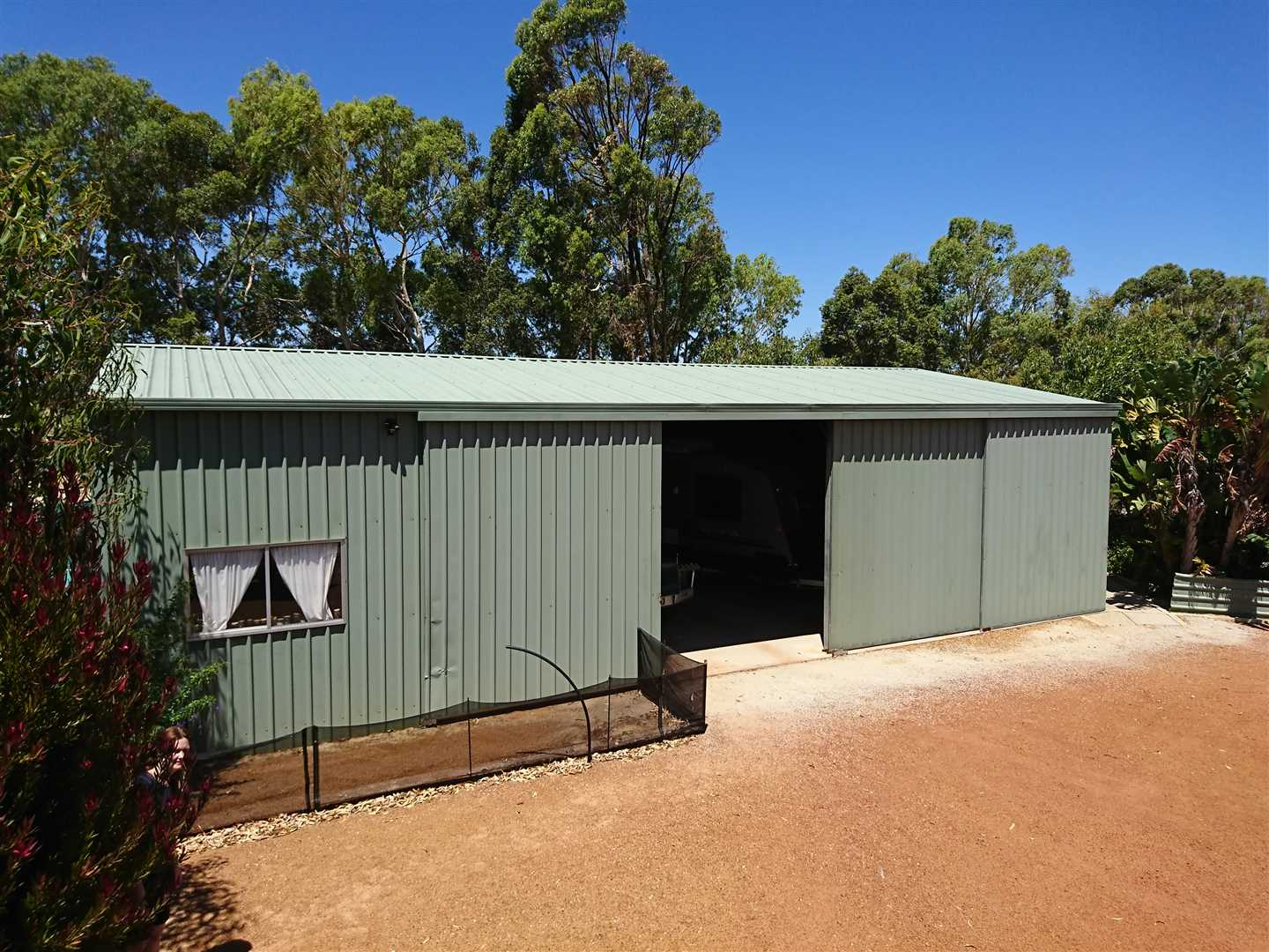 150m2 powered workshop. Room for boat, caravan and 4x4