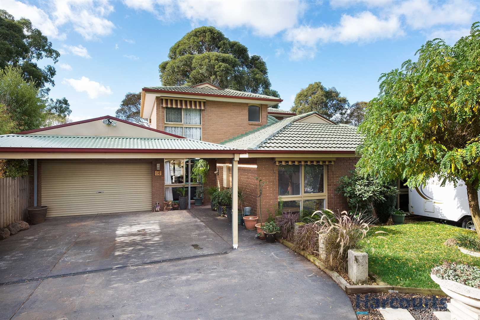 5 bedroom, warm, alluring, family home!
