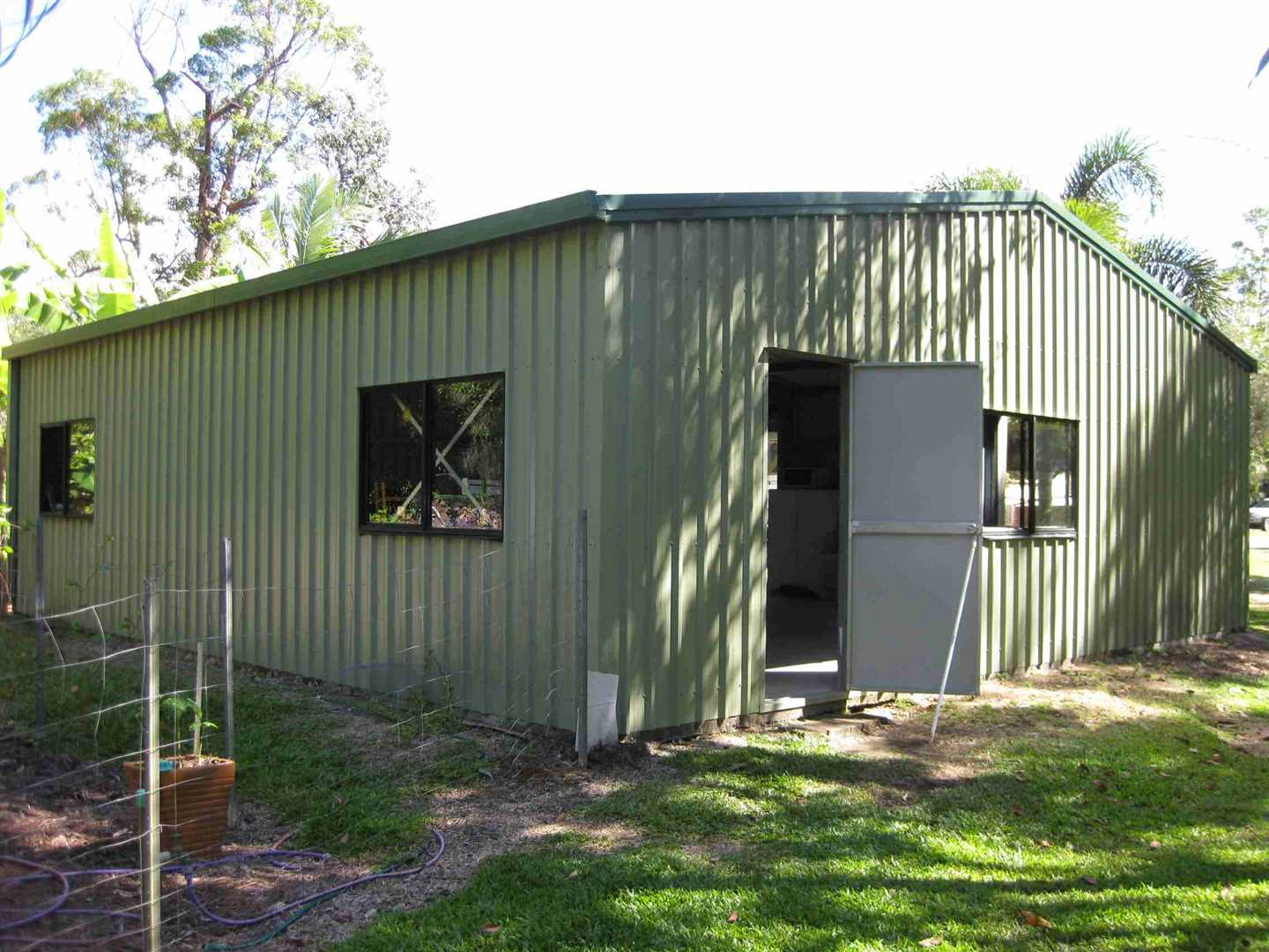 Outside view of part of modern shed, photo 3