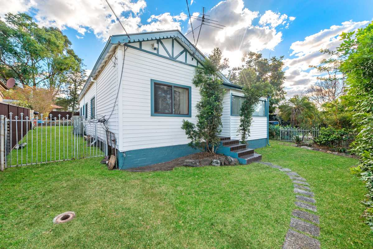 Cute Cottage On A 771 sqm Block!