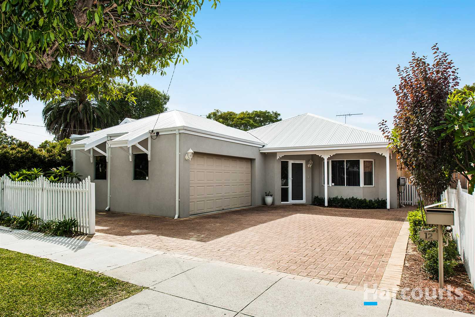 A Classic Yet Contemporary Single Level Family Home