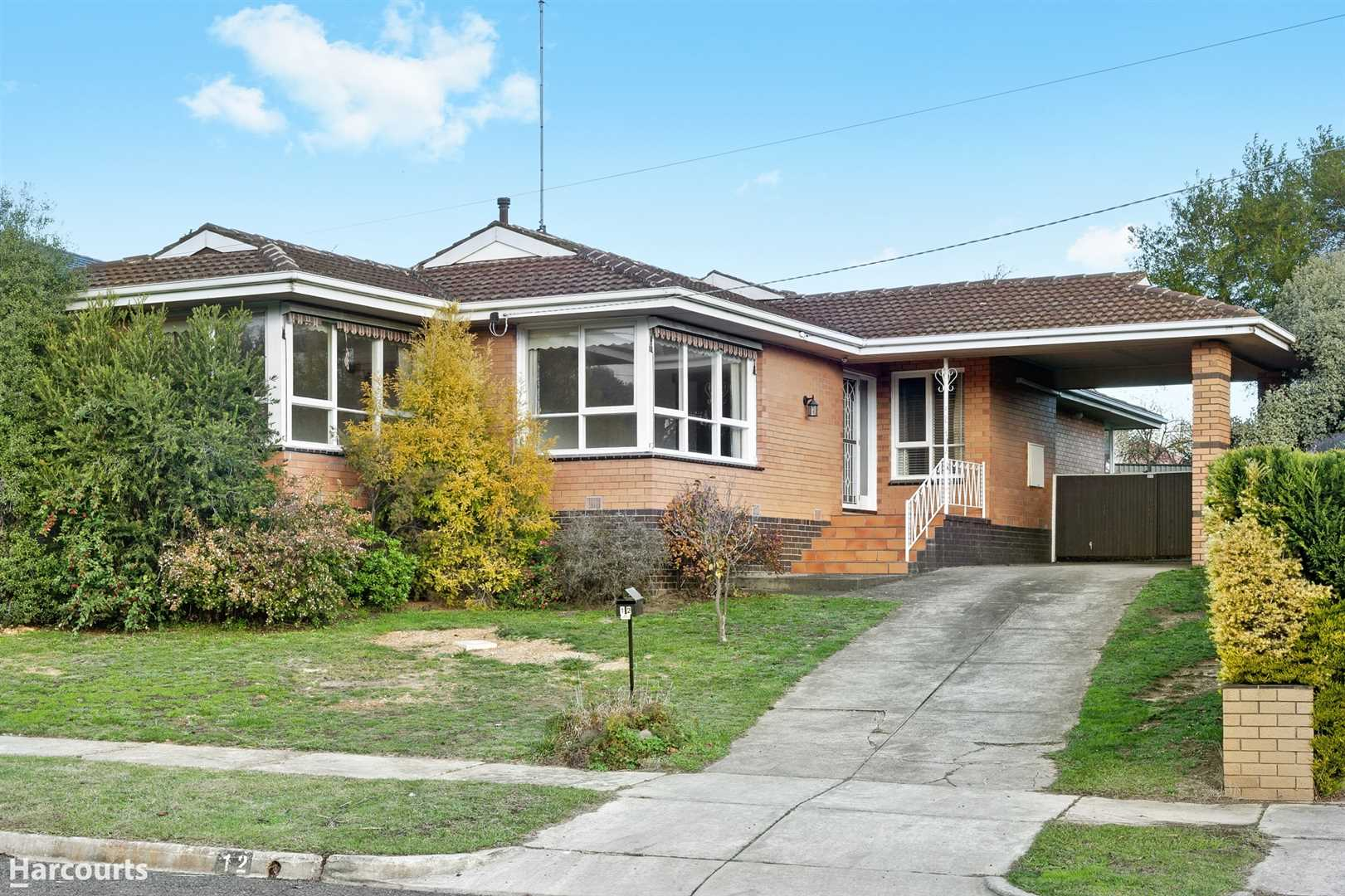 A Spacious Family Home at the End of Private Street