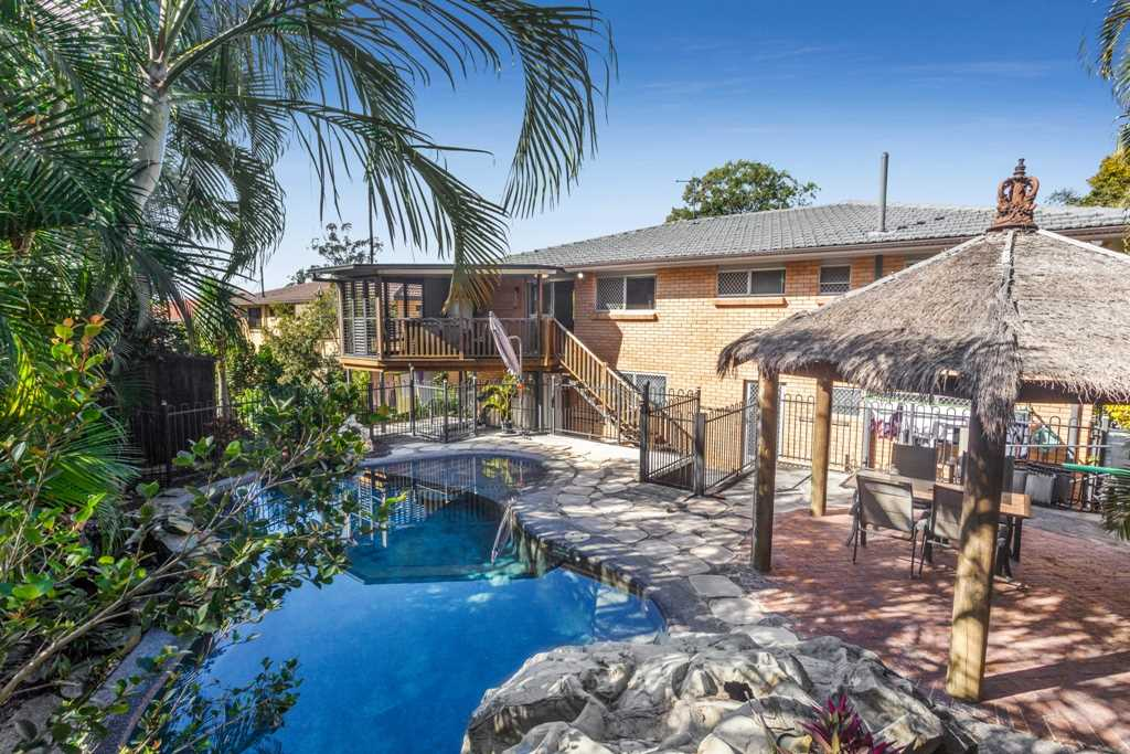 Resort Style Pool - Heated Spa - Two Kitchens - Huge Family