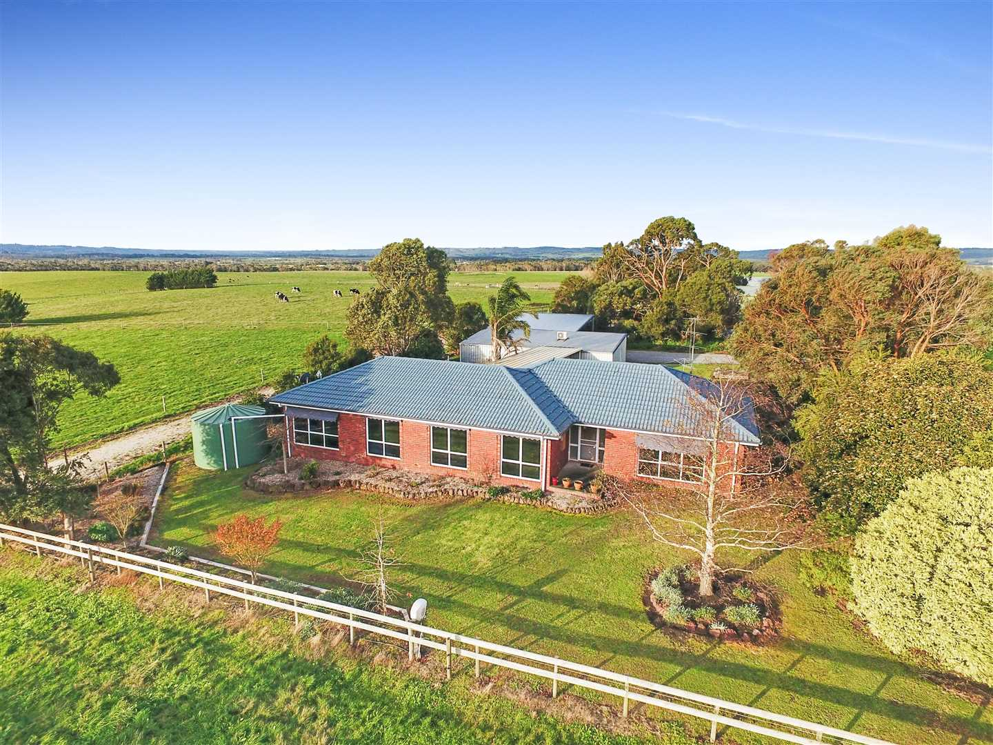 Country Lifestyle with 70.55 acres!