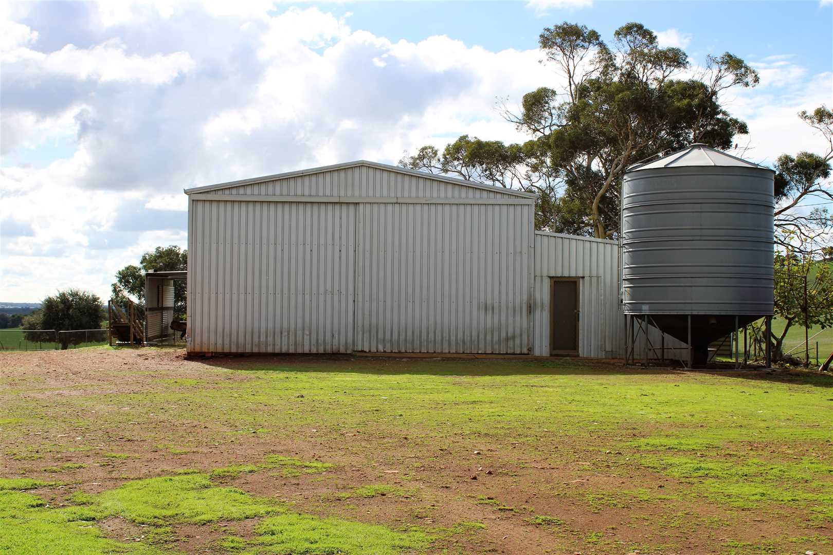 Lot 4 3 stand shearing shed Plus lunch room, accommodation, toilet and shower