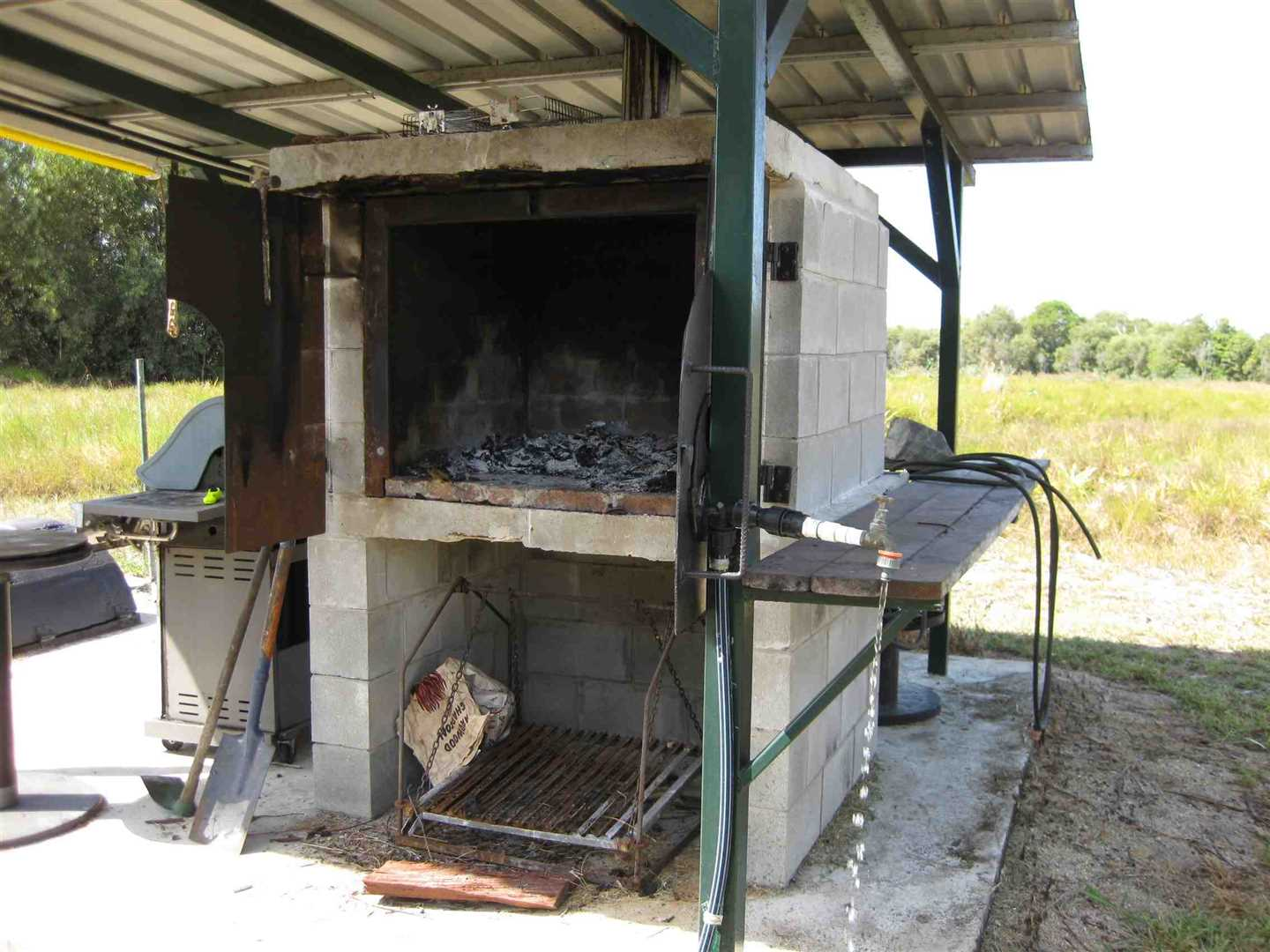 View of part of BBQ area, photo 2