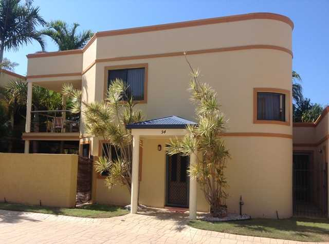 Furnished 2 Bed Townhouse, Walk to Urangan Pier & Cafes