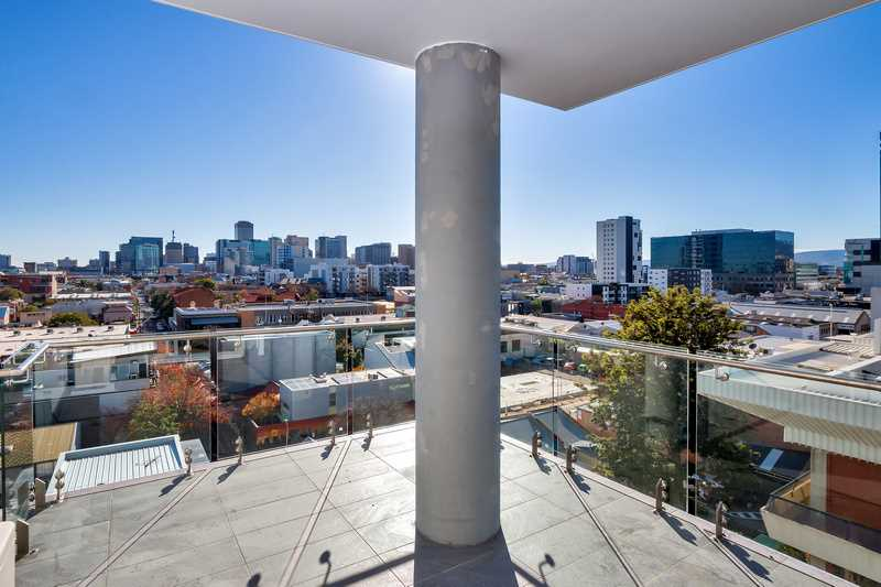 Executive Apartment With stunning Adelaide City Views.