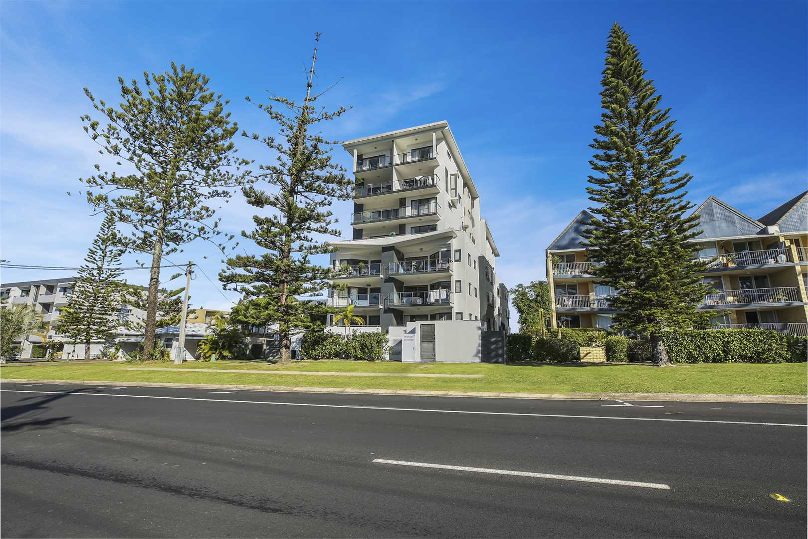 Large Modern Apartment Only a Short Walk to Kings Beach