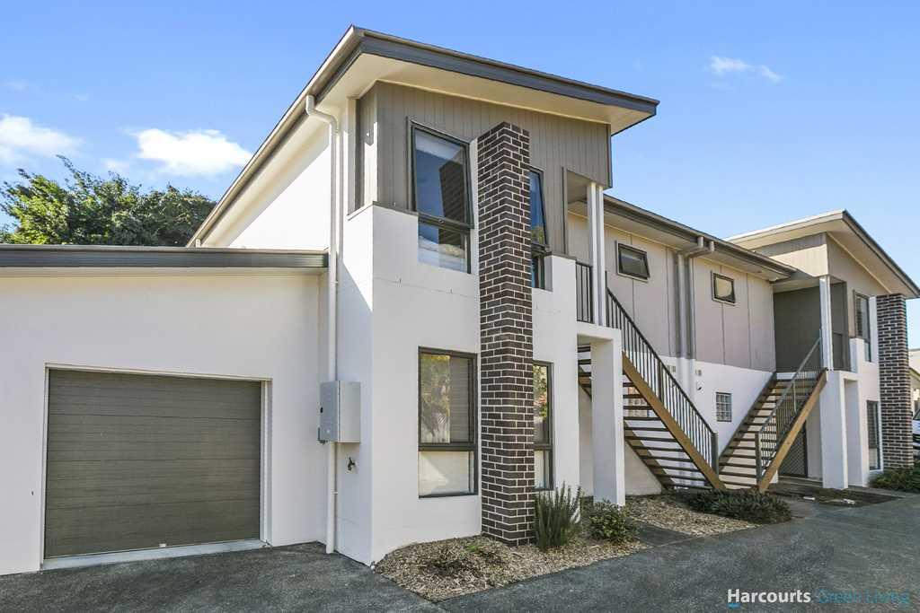 Investors be quick! Almost new with perfect Tenants!