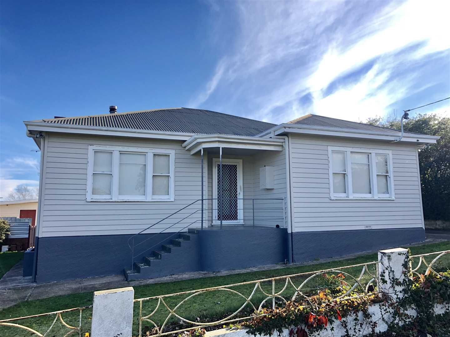 A Beautiful, updated weatherboard cottage!