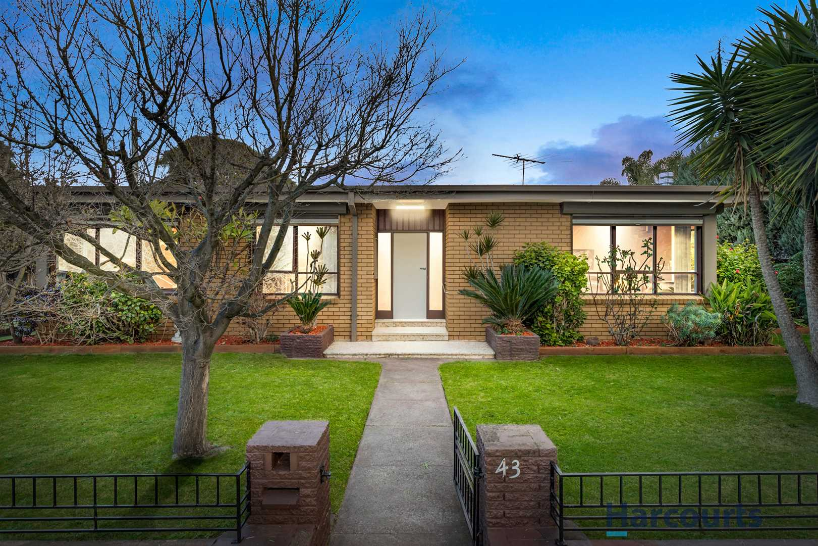 Renovated Family Enjoyment with WOW Extras in Prominent Loca